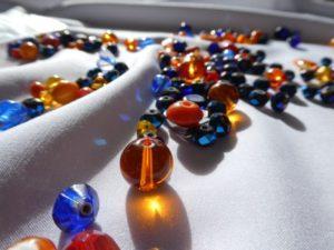 Partir de la matière : les perles.