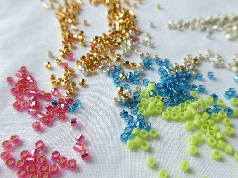 Un tapis de perles Miyuki.