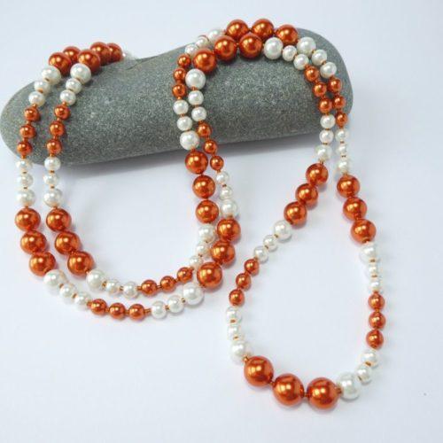 Sautoir orange et blanc de perles de type Renaissance.