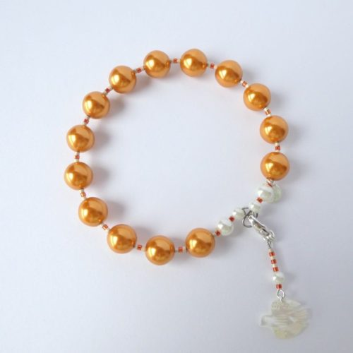 Bracelet orange et breloque oiseau