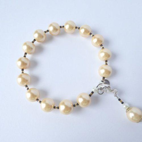 Bracelet jonc ivoire composé de perles Renaissance et Miyuki.