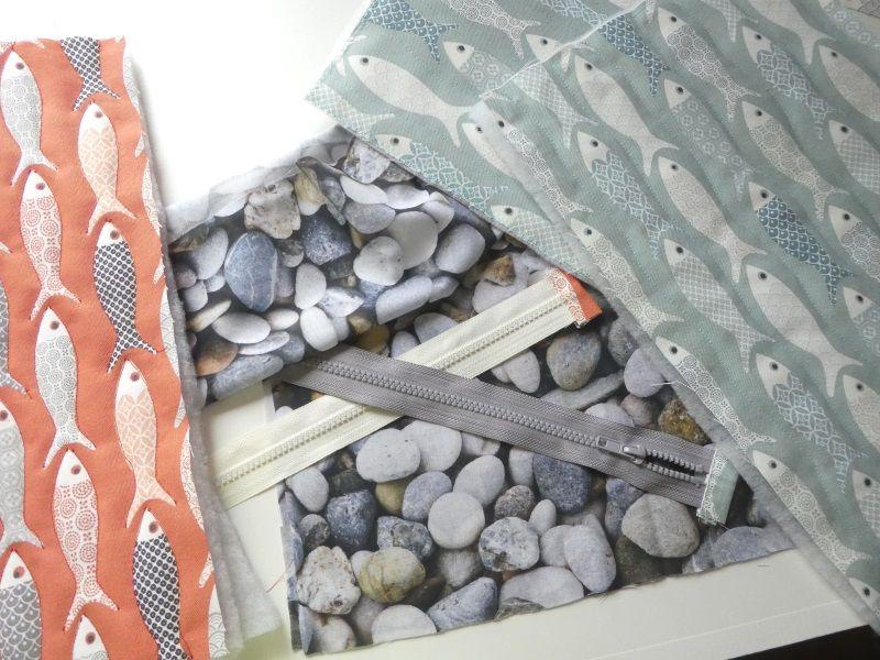 Les tissus avec motifs poisson et galet.