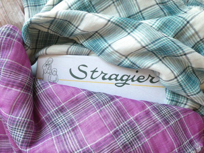 Les tissus en double gaze à carreaux framboise et canard de chez Stragier.