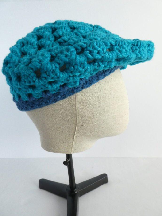 Le béret bleu Pamalussi façon casquette.