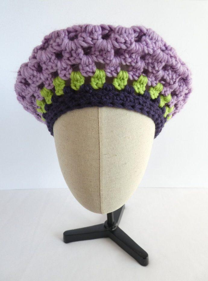Lé beret mauve en laine de la boutique Pamalussi.
