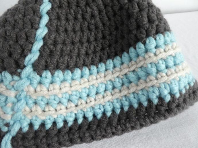 Gros plan du bonnet crocheté à la main Granville.