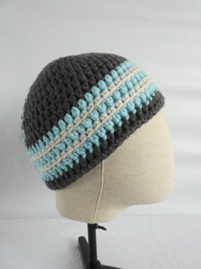 Vu de profil du bonnet gris et bleu Granville.