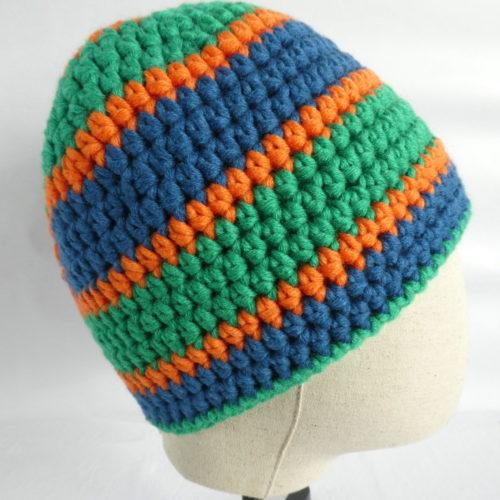 Les couleurs dynamiques du bonnet vert et bleu Mondeville.