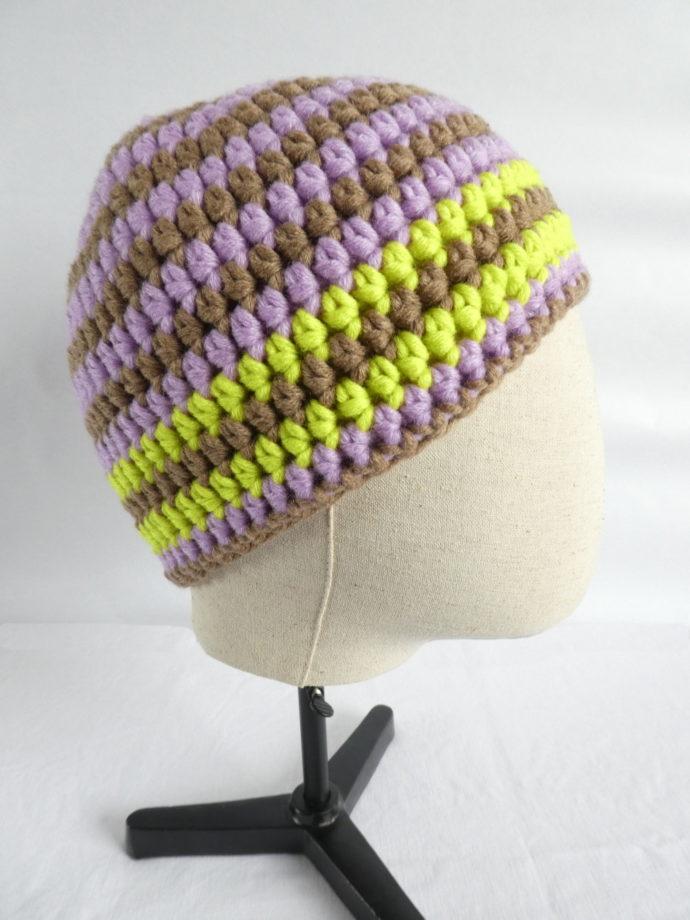 Le bonnet en laine terre et mauve Cabourg vu de profil.