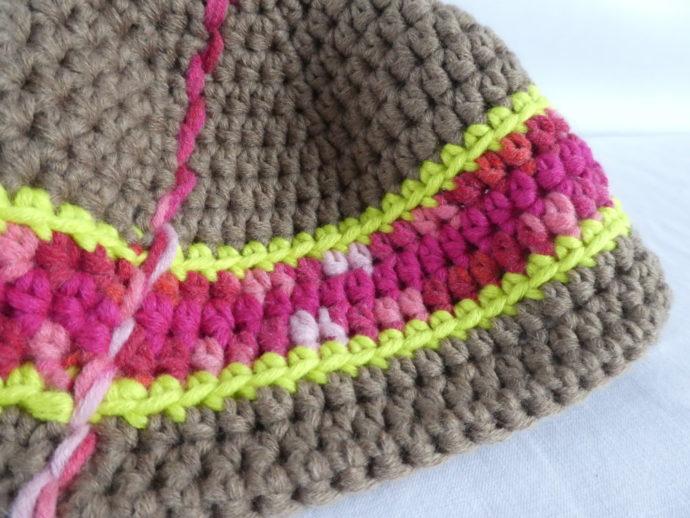 Détail de la bande rose chiné du bonnet Houlgate.