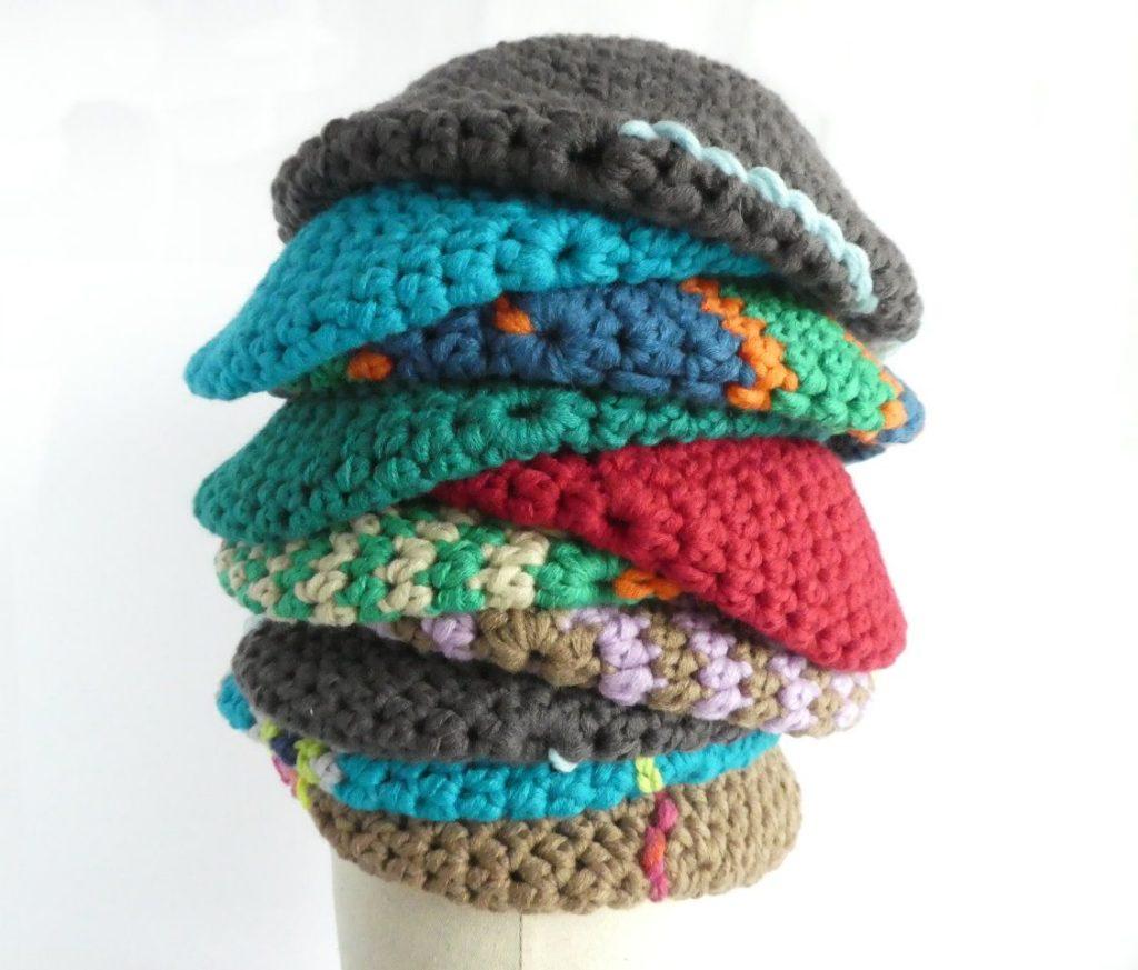 Accessoire indispensable l'hiver, voici un tas de bonnets colorés Pamalussi.