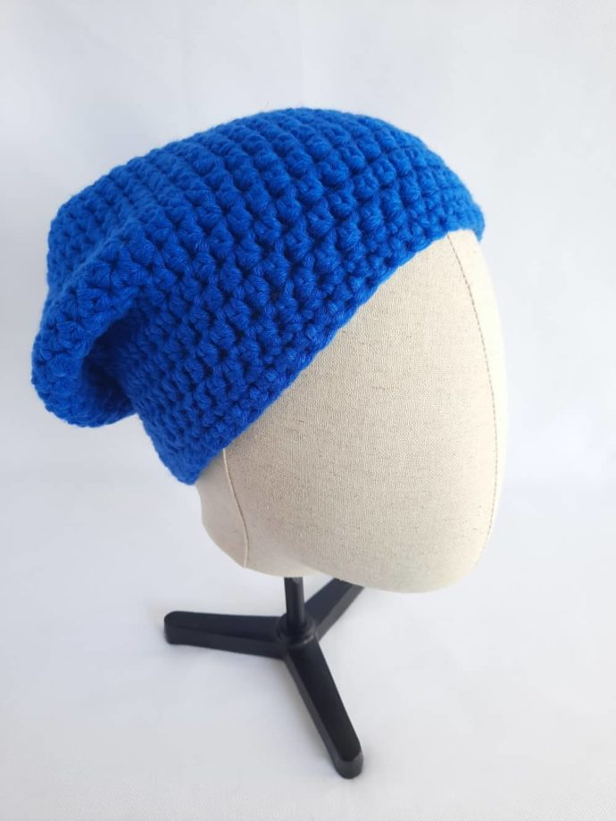 Le bonnet bleu en laine Dinard est uni.