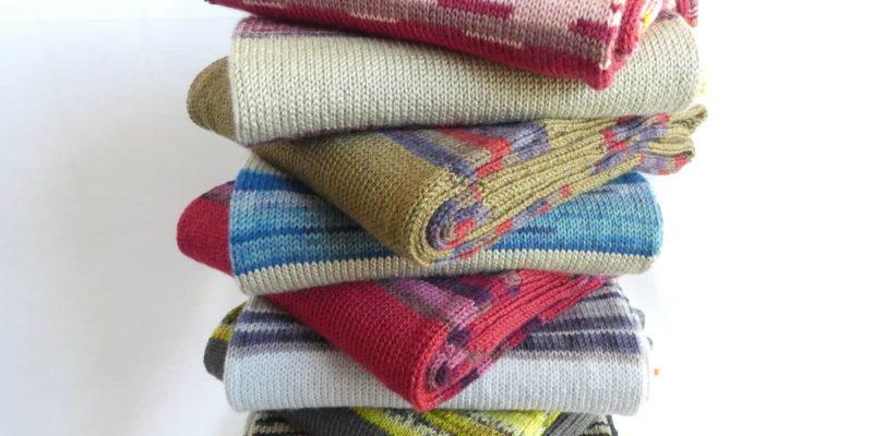 Les écharpes en laine fine et à rayures