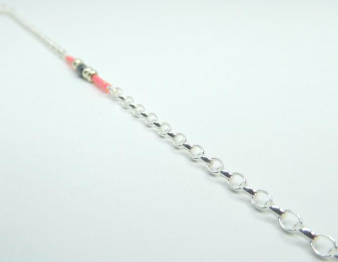 Les mailles de type Jaseron du bracelet rose avec chaîne en argent 925.