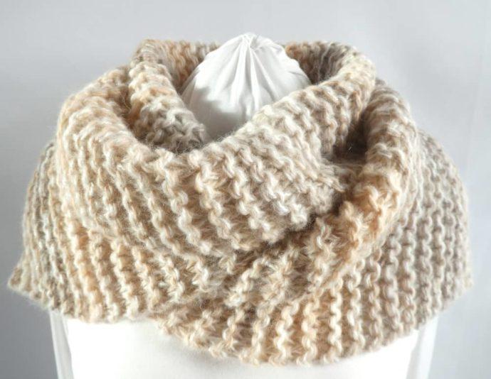 La grosse écharpe beige et sable Pamalussi.