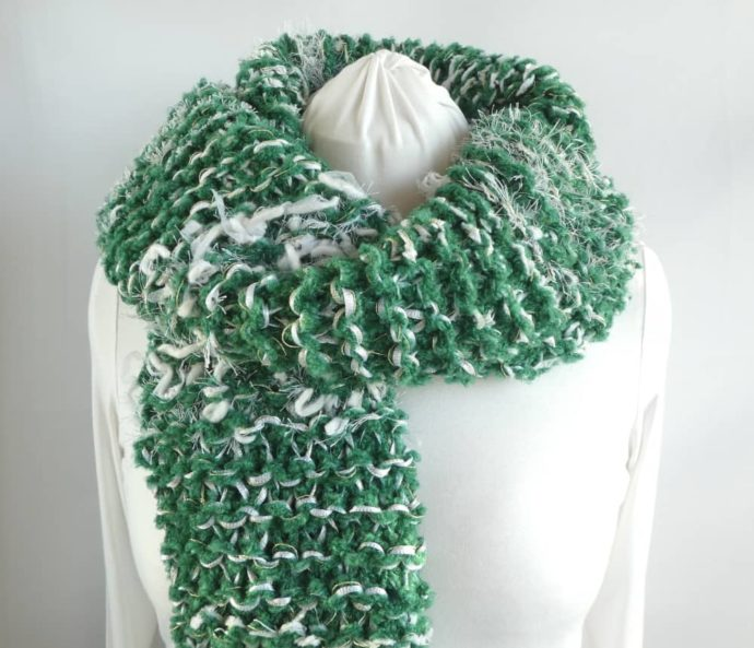 La grosse écharpe verte et blanche Pamalussi.