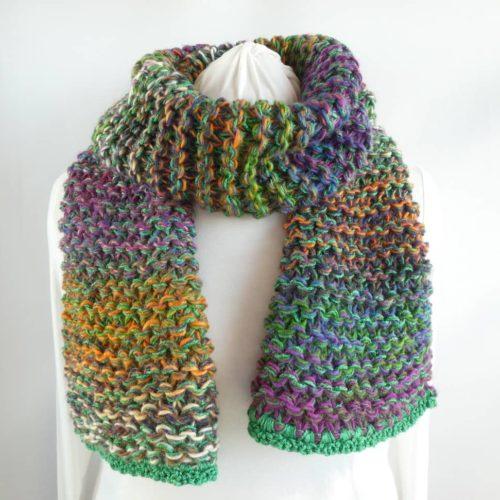 La grosse écharpe multicolore Pamalussi.
