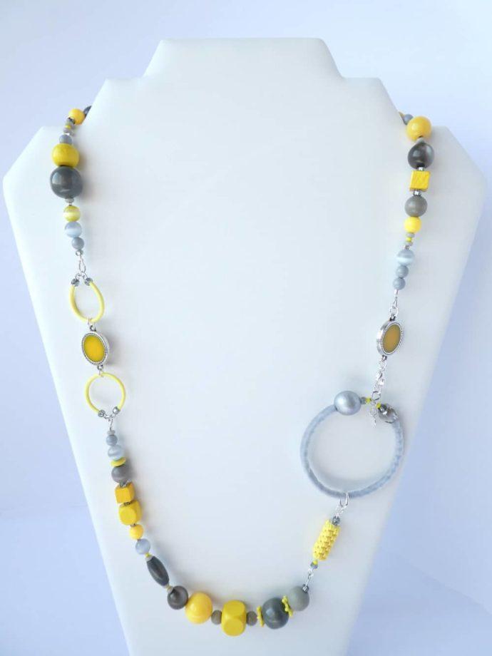 Le fantastique collier jaune et gris Pamalussi.