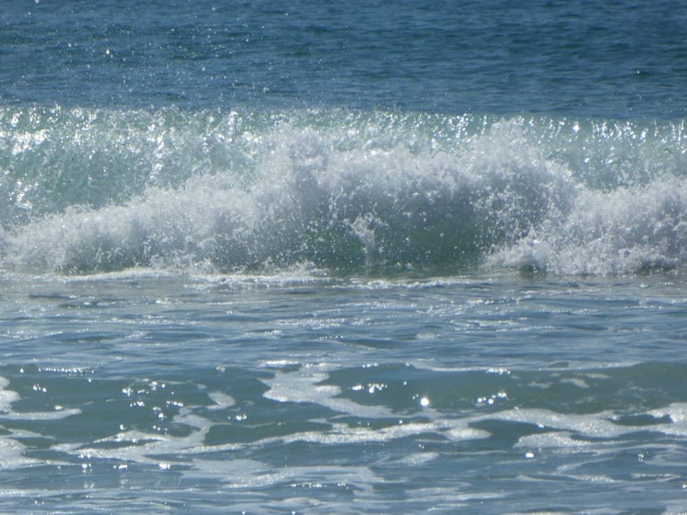 Les vagues de la baie d'Ecalgrain.